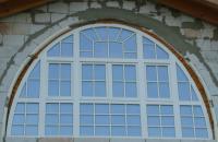 obloukové okno